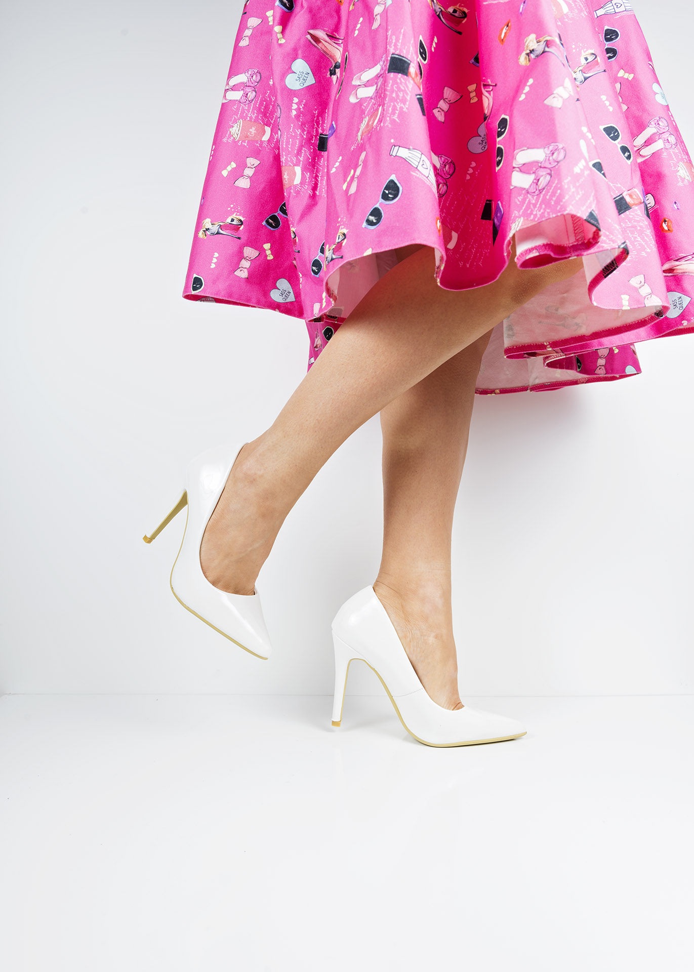 6689 White patent pointed toe court